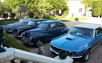 Classic cars at the Domaine Tesseron